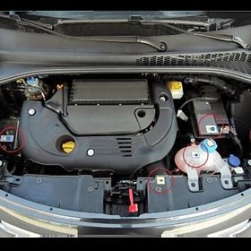 etichette automotive sul vano motore