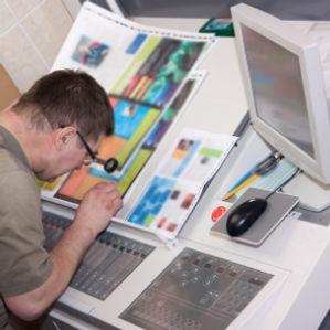 controllo-qualita-stampa-etichette-autoadesive.jpg