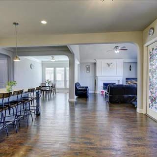 17-Kitchen_&_Family_Room.jpg