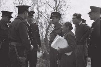 דר-מנצל-ויחידת-הכלבנים-במשטרה-1949-מתוך-