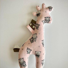 girafje rose met beertjes 22 cm