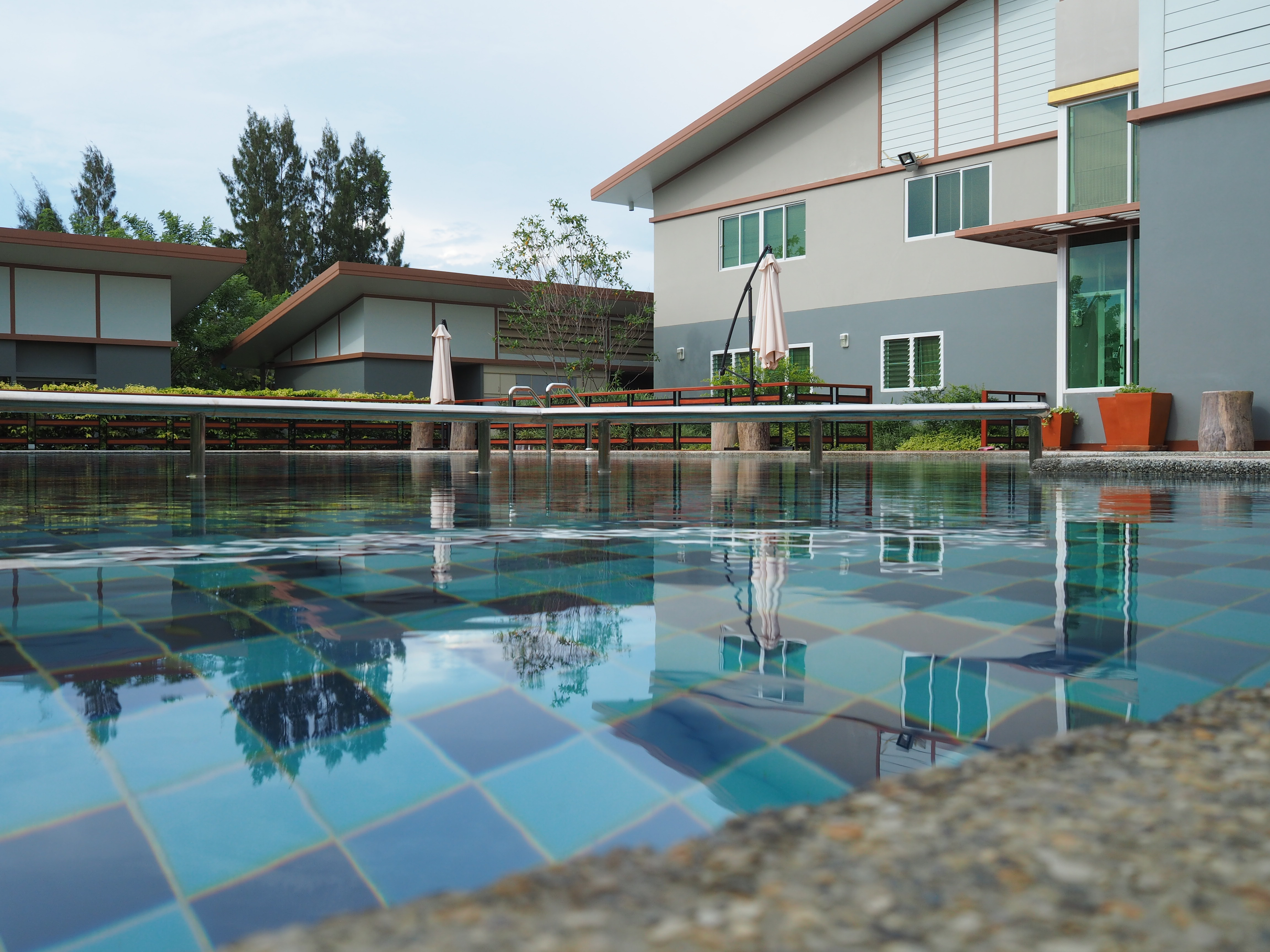 ึคลับเฮาส์พร้อมสระว่ายน้ำ ฟิตเนส ฯลฯ