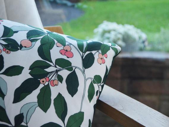 leaf cushion 1.jpg