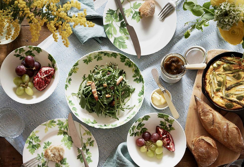 HANOVE_グリーンの葉っぱ食卓画像.jpg