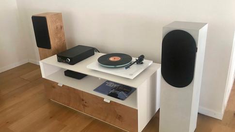Swiss HD Möbel und Lautsprecher