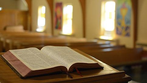 pulpito-biblia.jpg