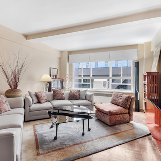 45 West 54th Street, Unit 9E New York, NY 10019