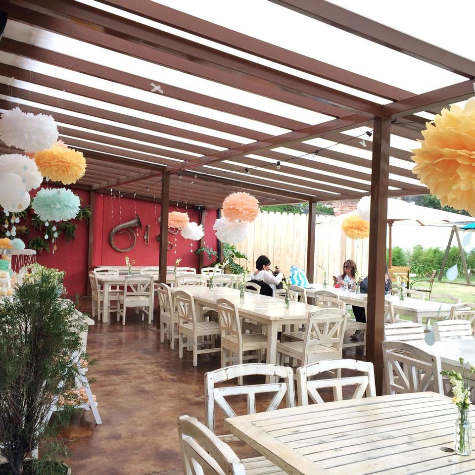guestsTablesPompomDeco.jpg