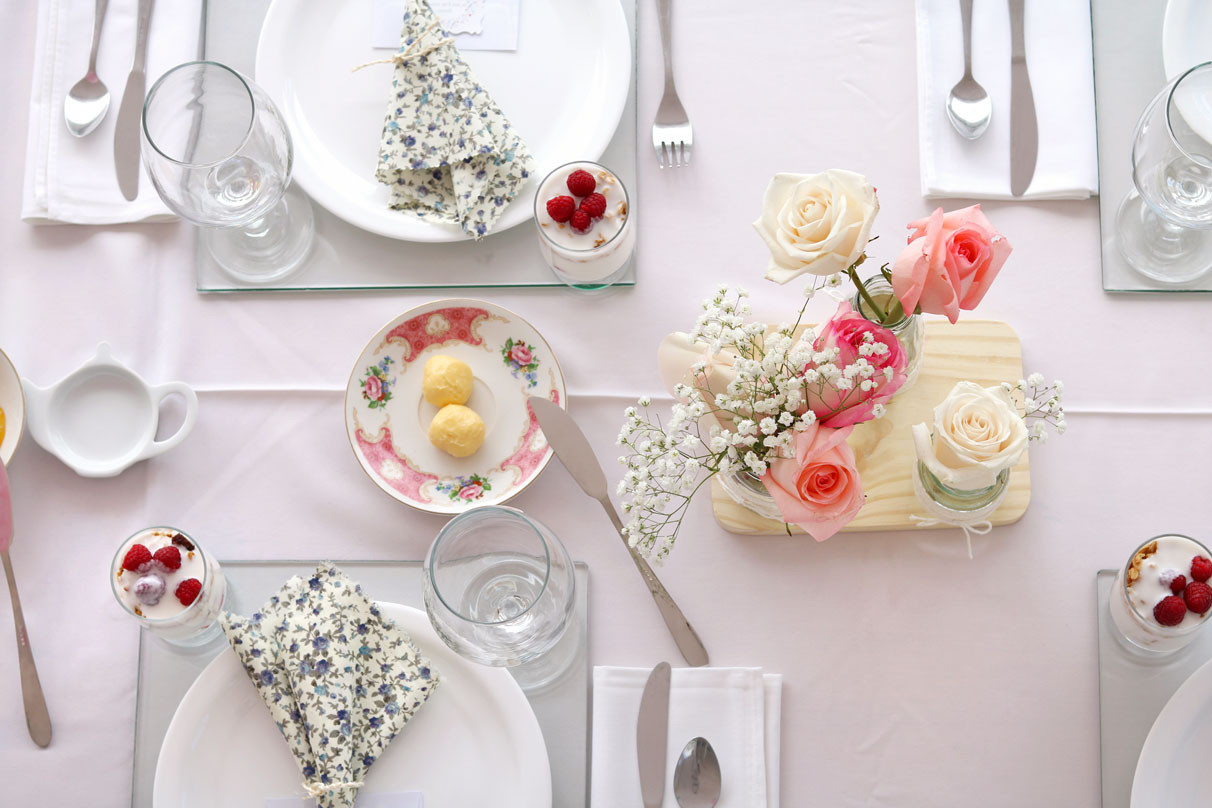 tablescapeFlowerBlueBreakfastBrunch.jpg