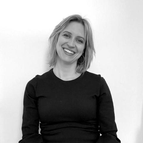 Dr. Julie De Foer