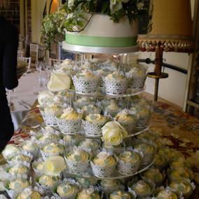 Amandas cakes 011.JPG