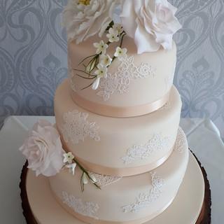 Ivory wedding cake 3.jpg