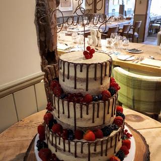 drip wedding cake.jpg