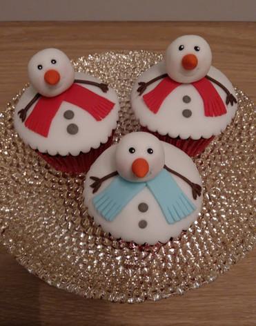 Snowman cupcakes.jpg