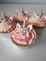 Unicorn cupcake 2.jpg