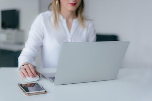 Pourquoi choisir un freelance pour ses projets de communication ?