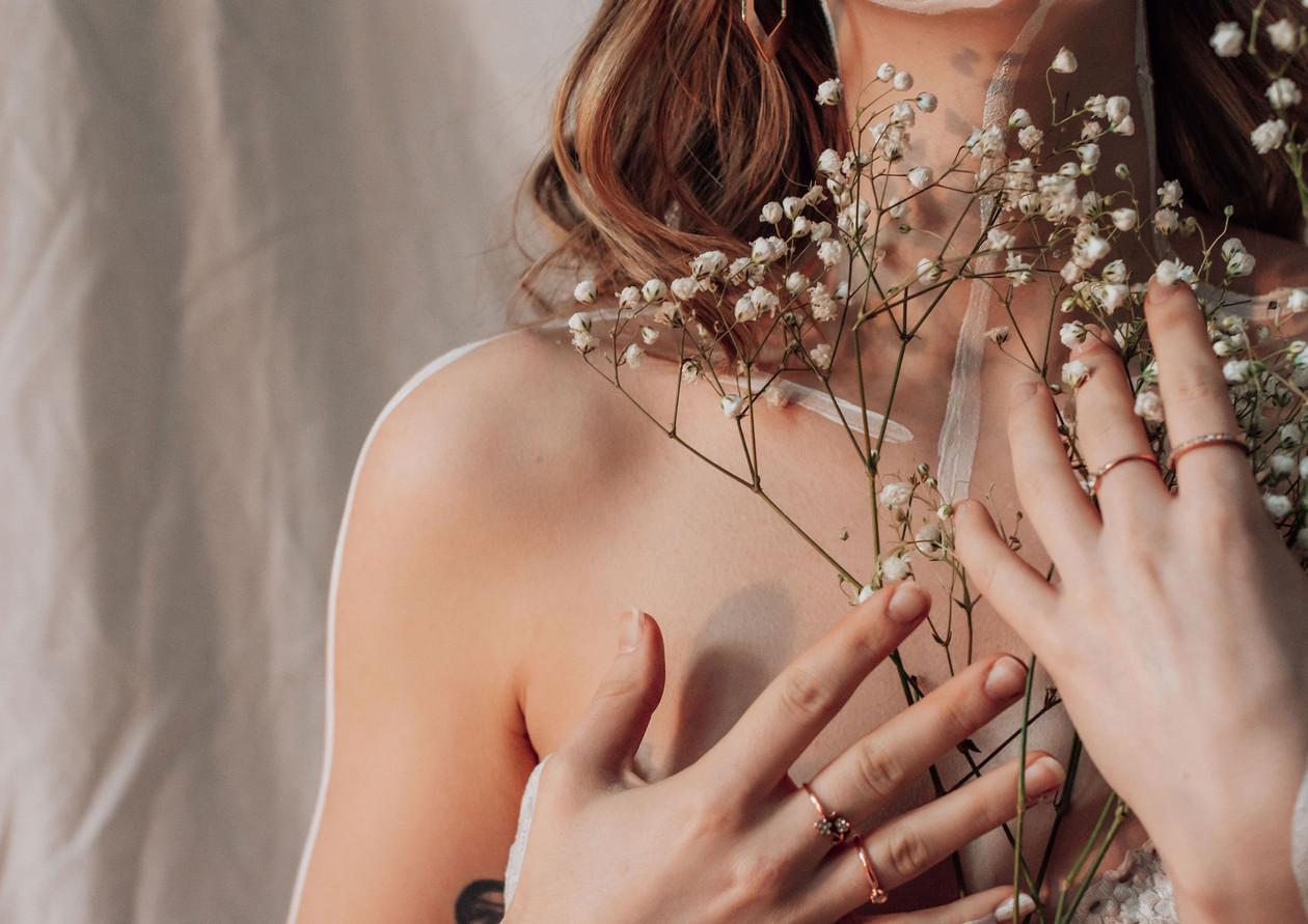 Jess(Flowers)_4448-Web.jpg
