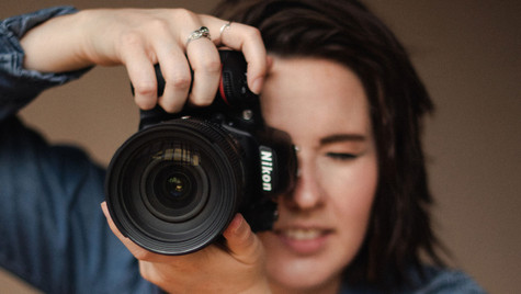 HOW TO FIND A BRAND PHOTOGRAPHER?