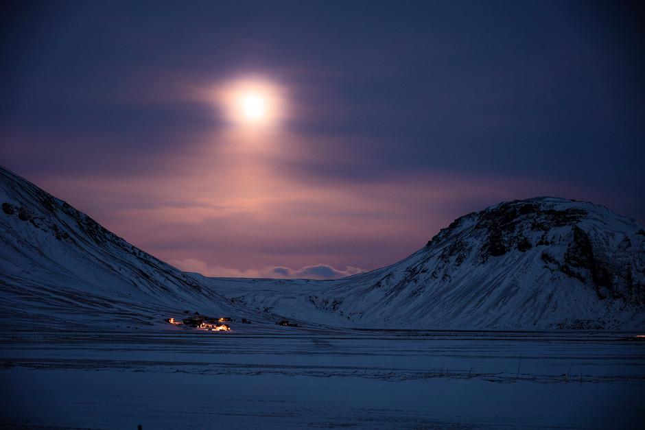 Foto Epos Island: Pünktlich zum Mondaufgang waren wir zurück am Auto.