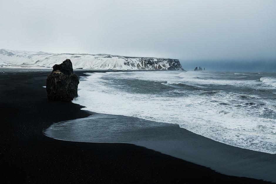 Fotostory Island: Der schwarze Strand bei Vík bietet unendliche Perspektiven. Hier sind wir in der Summe über einen Tag geblieben. Es war einfach alles zu beeindruckend.
