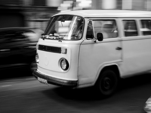 VW_Bus_love_t2_Brasil_panning_shot.jpg