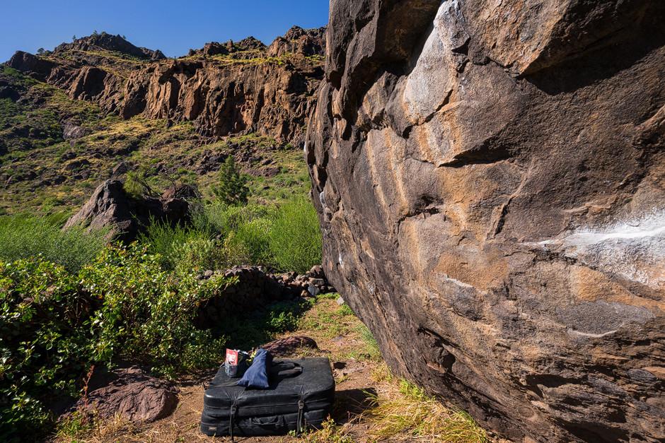 """Blick auf die erste Boulder-Aufwärmsession im """"Barranco de Mogan""""."""