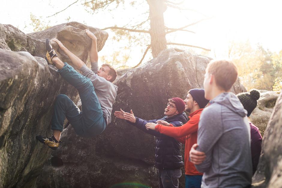 Und trotzdem - Bouldern bleibt eine Grenzerfahrung, wo man über sich hinaus wachsen muss und kämpfen muss für den Erfolg, im besten Fall aber mit ordentlich Support.