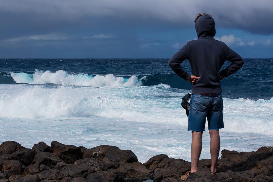 """""""El Frontòn"""" wird die berüchtigte, im Halbkreis brechende Welle im Norden der Insel genannt. Der Spot ist regelmäßig Schauplatz diverser Wettkämpfe für Surfer und Bodyboarder, auch auf Weltcup-Niveau."""