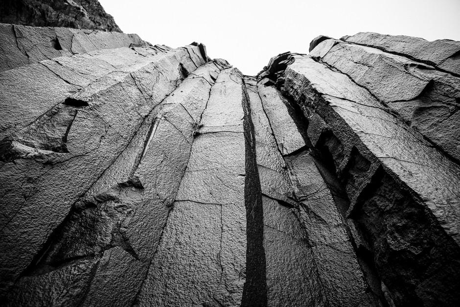 Das Wahrzeichen des eben genannten Strands, die Basaltsäulen, boten ein perfektes Spiel von Licht und Schatten.