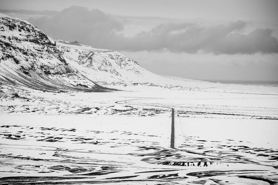 Ich hatte im Vorfeld immer von sehr farbenfrohen Fotos geträumt, bevor ich nach Island gekommen bin. Bei uns war es mehr ein grau in grau die meiste Zeit über - und trotzdem schön. Ein Spiel aus hell und dunkel - perfekt für ein schwarzweiß Foto.