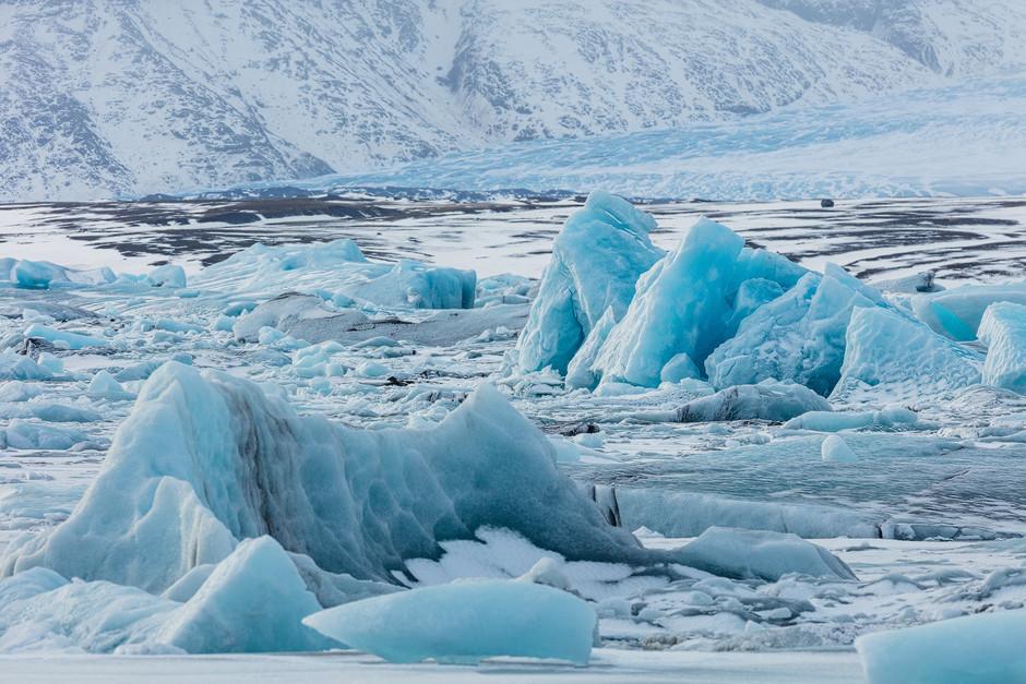 Schnee und Eis auf Island: Man könnte sich hier, durch den Sucher blickend, fast wie Sebastião Salgado, der auf einer Expedition unterwegs ist, fühlen.