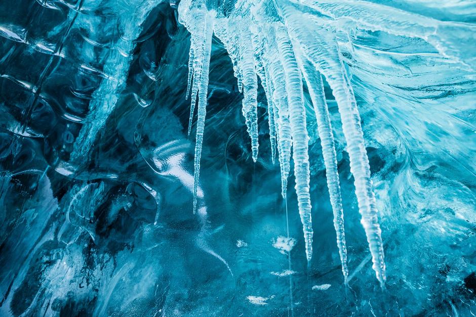 Diese Höhle wird es so bald nicht mehr geben. Den kommenden Sommer über wird erneut ein großer Teil der Gletscherzunge unwiederbringlich abschmelzen.