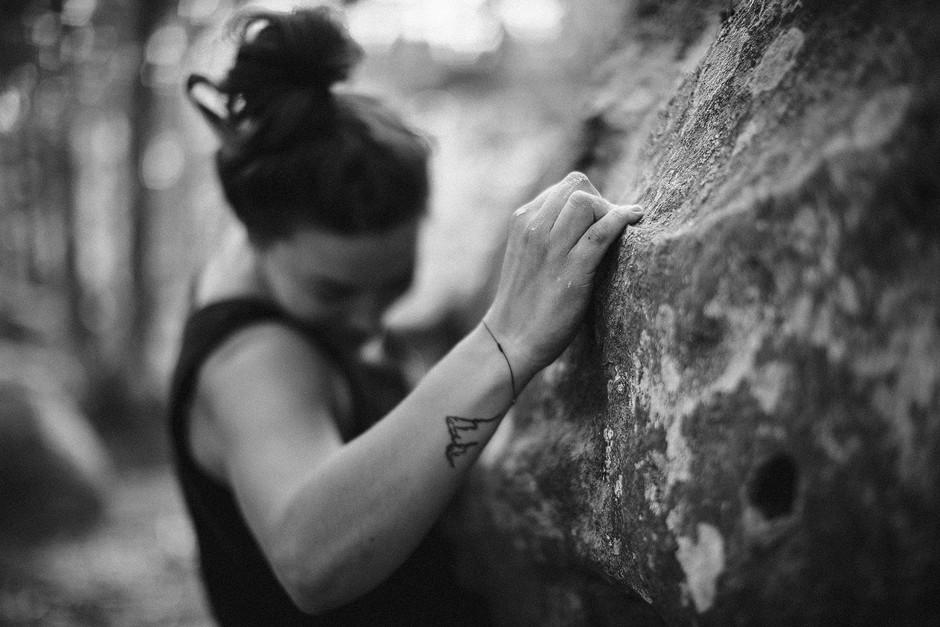 Bouldern als Sport ist so viel facettenreicher, als nur kraftvoll irgend eine Linie an einem Block herzurpügeln. Auge-Fuß-Koordination..