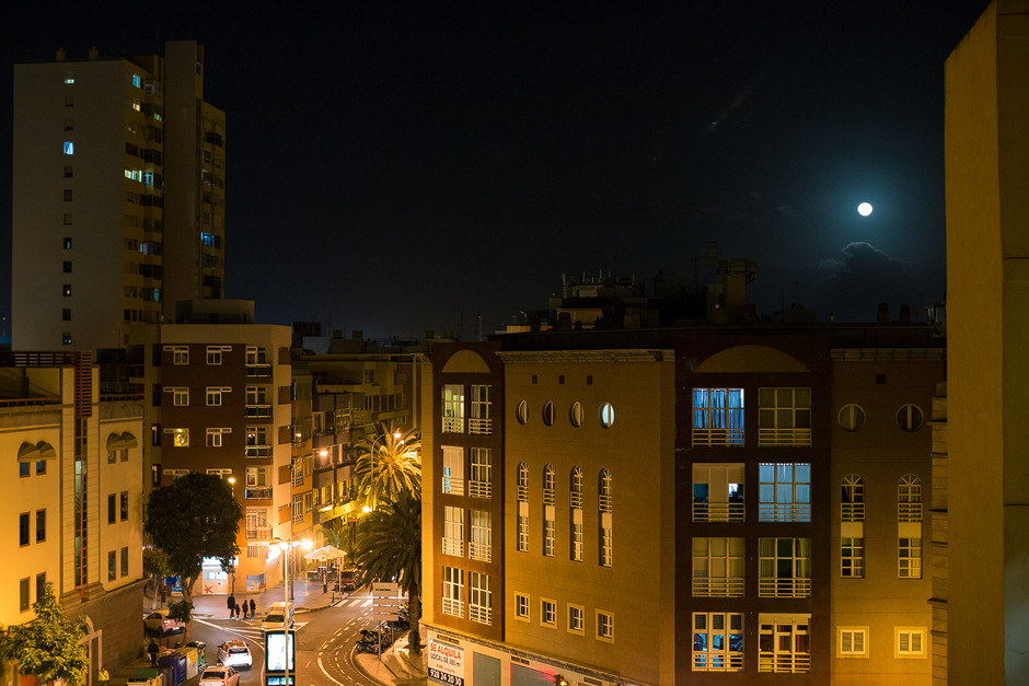 """Mondschein in unserer Base im Viertel """"Guanarteme"""" in Las Palmas de Gran Canaria."""