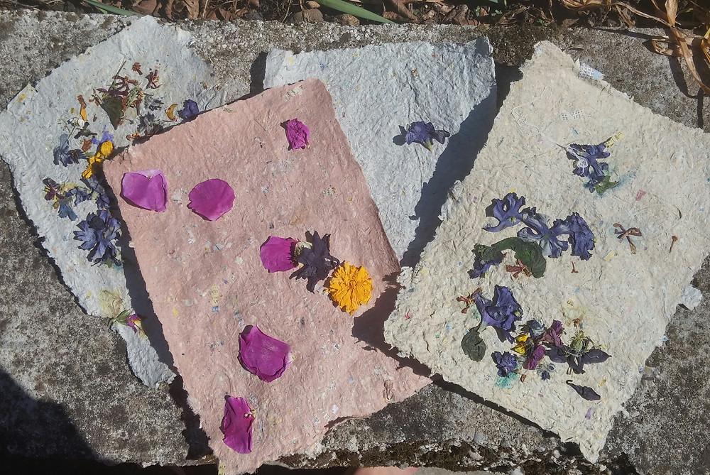 papier artisanal à fleurs