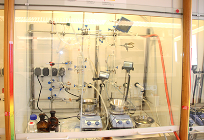 Fully equipped laboratory fumehood