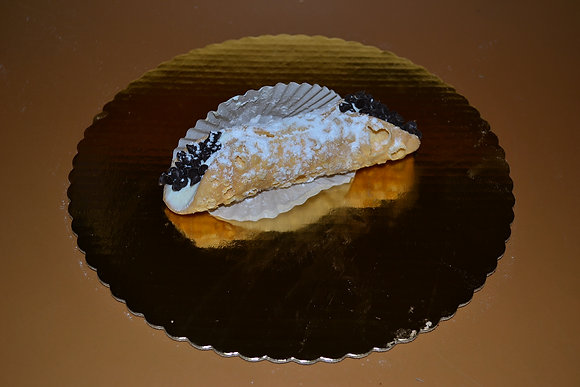 Ricotta Cannoli w/ chocolate chips