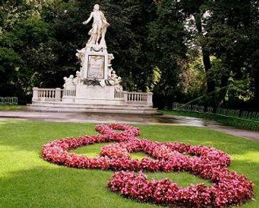 Estatua de Mozart en el Burggarten de viena