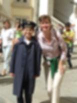 yo con un miembro de los famosos niños cantores de viena