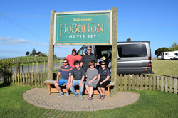 Cruise_Ship_Clients_at_Hobbiton