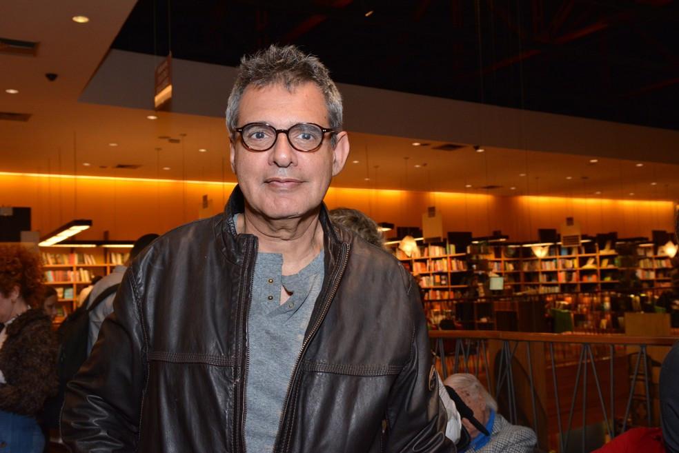 Ele era também escritor, autor de 10 livros