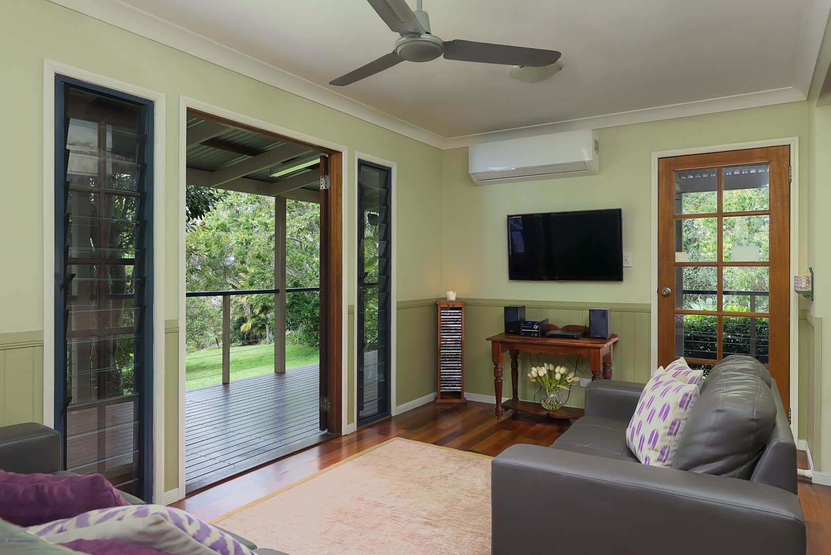 Jacaranda_Cottages_Maleny_Chalet_Living