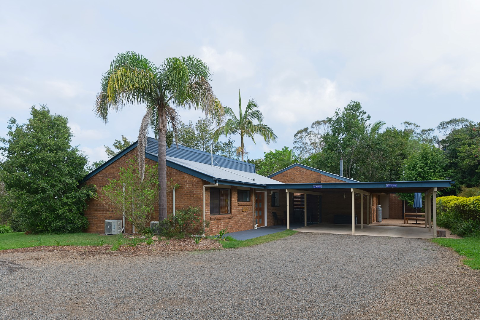 Jacaranda_Cottages_Maleny_Cathedral_Exterior(1)