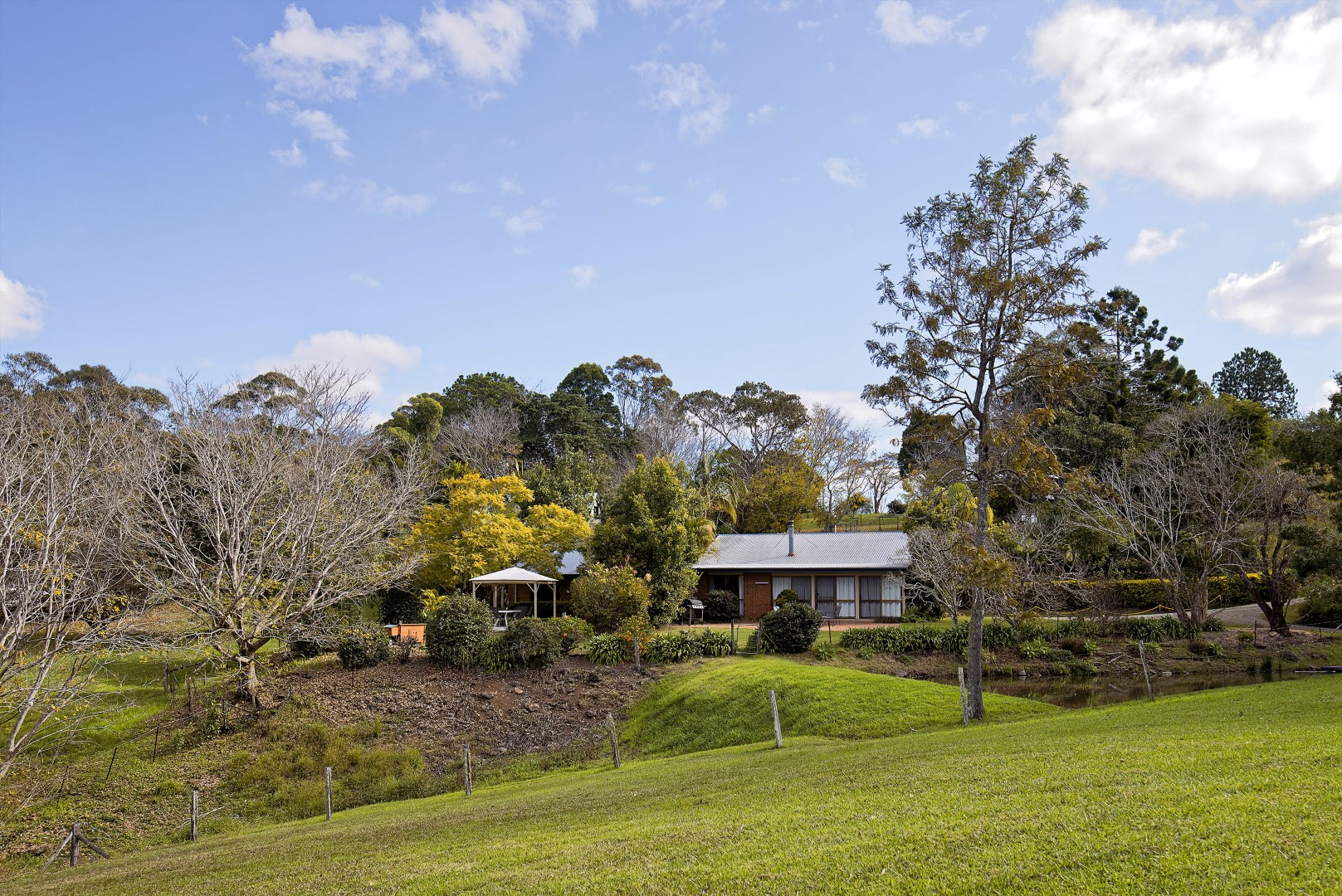 Jacaranda_Cottages_Maleny_Cathedral_Long_View
