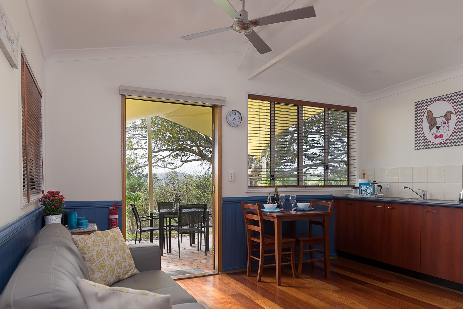Jacaranda_Cottages_Maleny_Whipbird_Dining_Kitchen