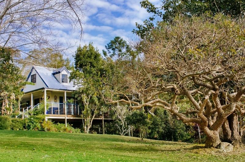 Jacaranda_Cottages_Maleny_Chalet_Exterior_2