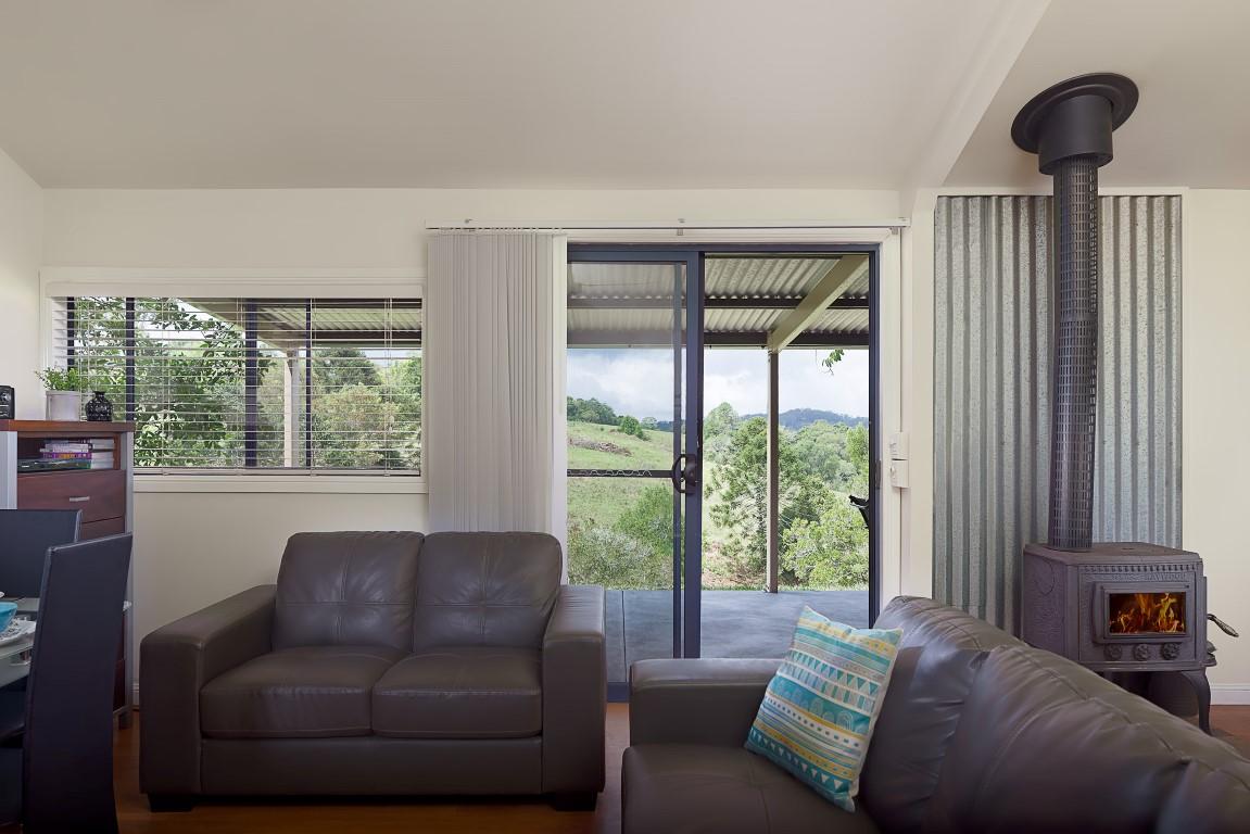 Jacaranda_Cottages_Maleny_Bunya_Living-Room