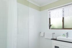 Jacaranda_Cottages_Maleny_Farmhouse_Bathroom