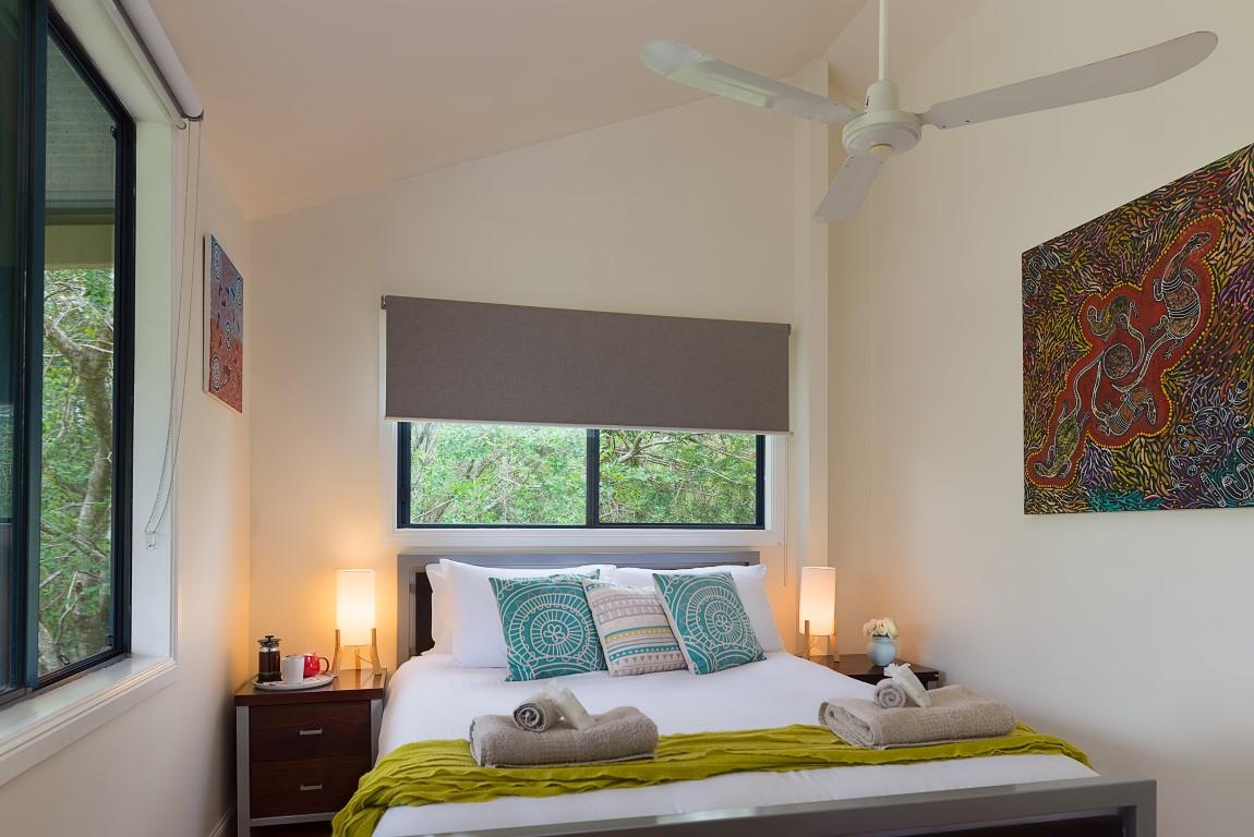 Jacaranda_Cottages_Maleny_Bunya_Queen_Bed