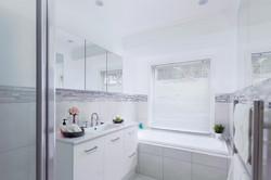 Jacaranda_Cottages_Maleny_Holiday_House_Bathroom_1